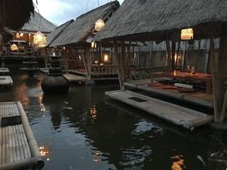 東屋のレストラン