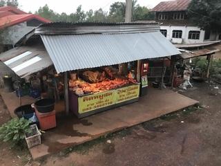 路端の豚肉屋