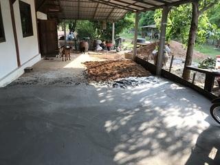 家の裏の工事