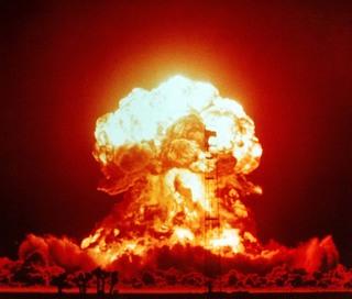 爆弾、爆発