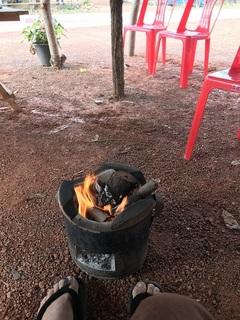 暖を取るための火