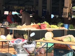 野菜を売る店