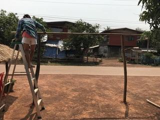 柱同士を竹でつなぐ
