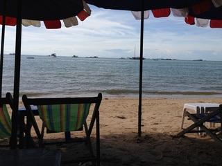 リクライニングチェアに座って見る海