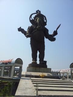 ガネーシャ立像